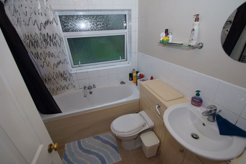 2 bed house for sale in The Meadway 9