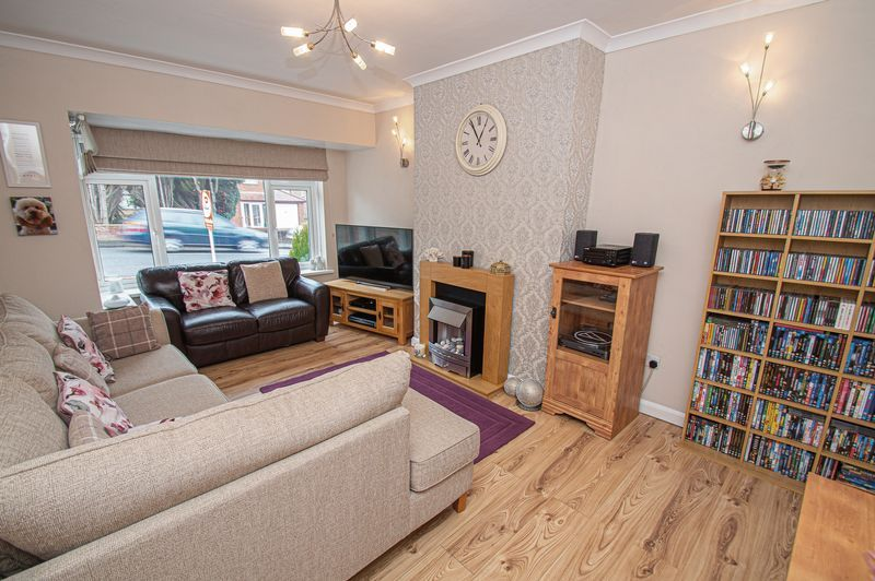 3 bed house for sale in Fox Lane 2