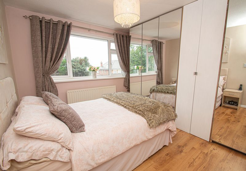 3 bed house for sale in Fox Lane 11