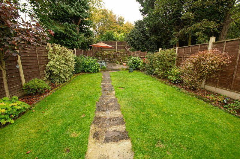 3 bed house for sale in Fox Lane 17