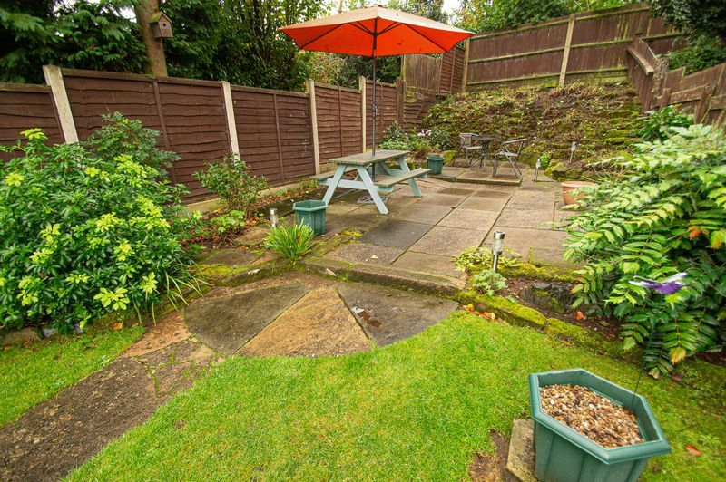3 bed house for sale in Fox Lane 18