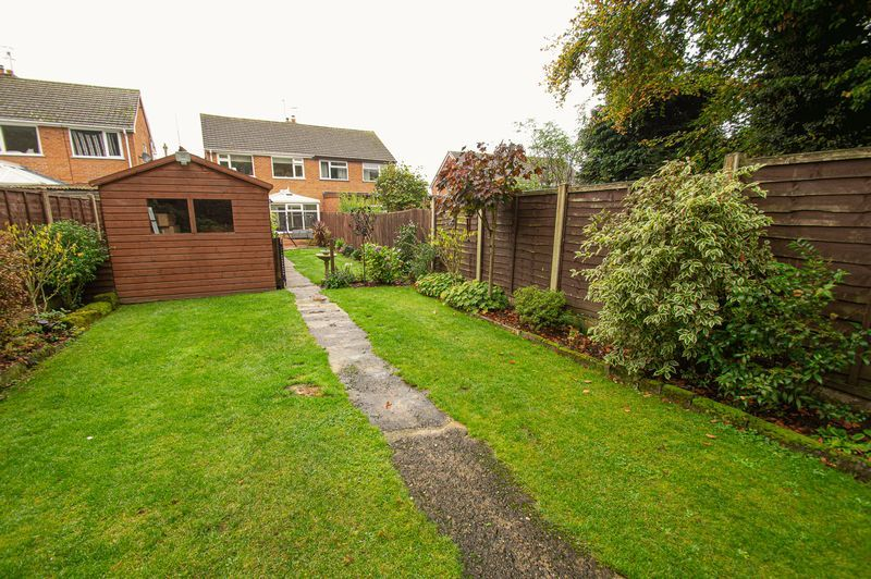 3 bed house for sale in Fox Lane 19