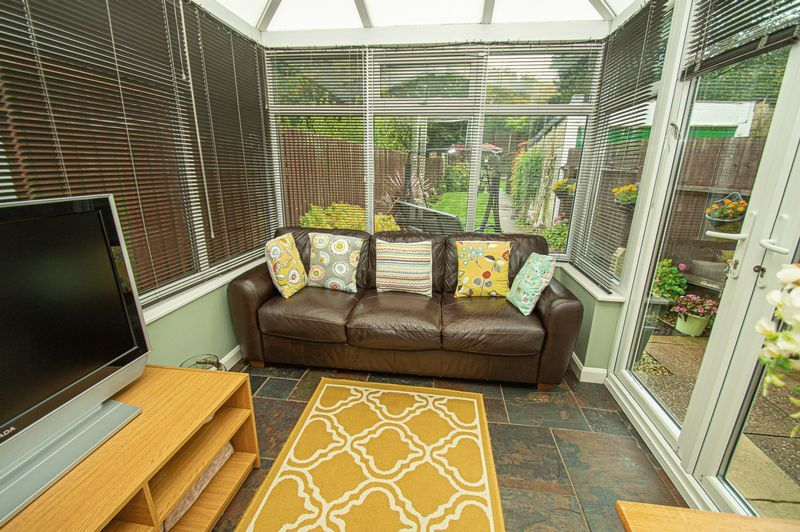 3 bed house for sale in Fox Lane 5