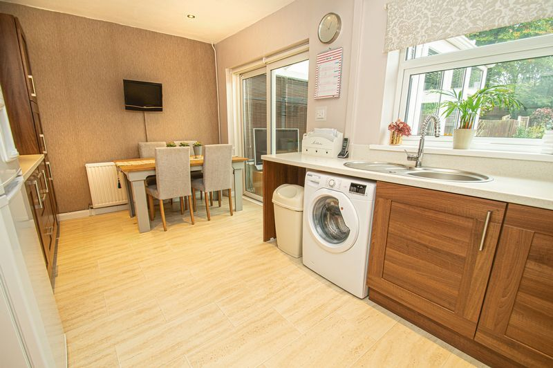 3 bed house for sale in Fox Lane  - Property Image 6