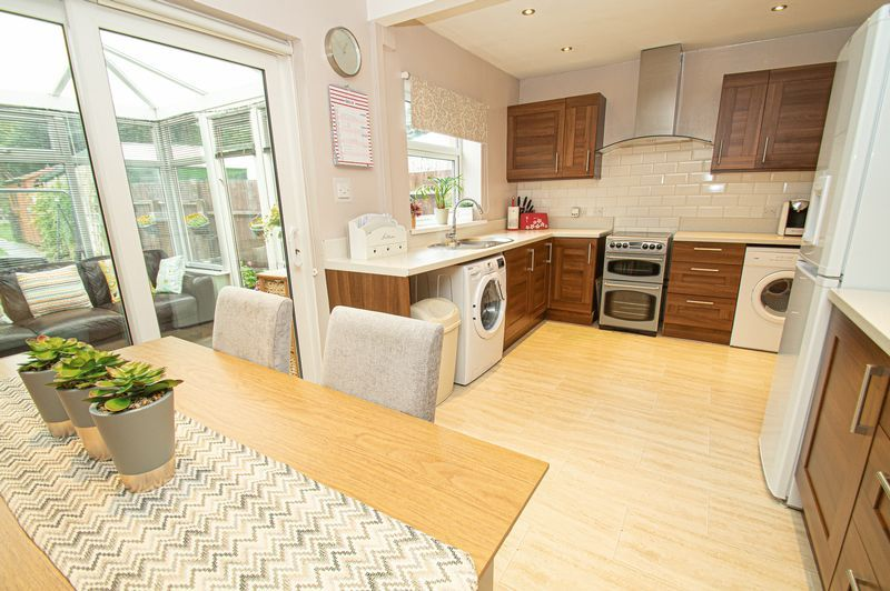 3 bed house for sale in Fox Lane 7
