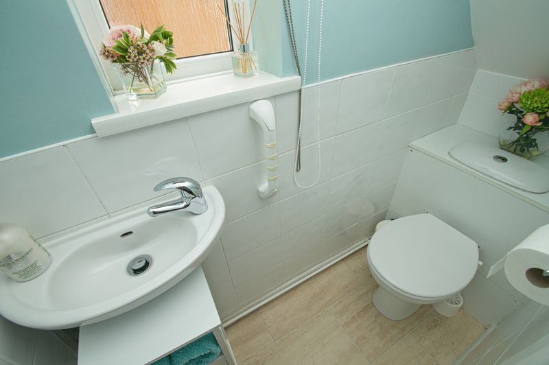3 bed house for sale in Fox Lane 9