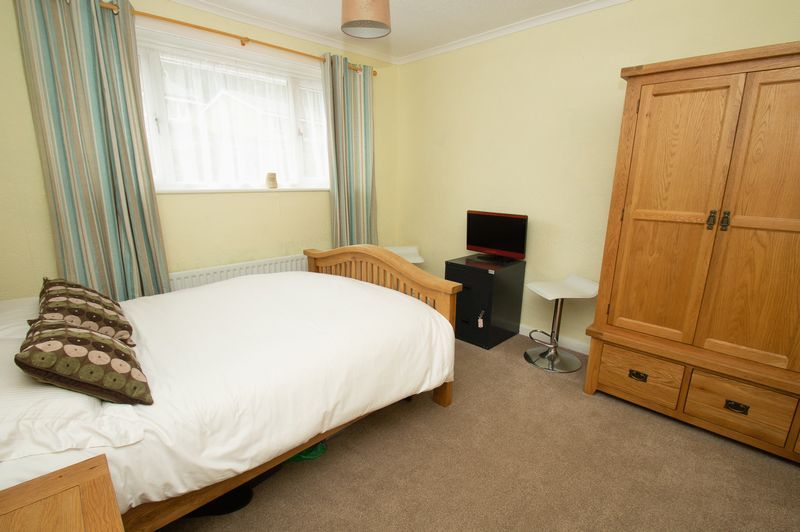 3 bed house for sale in Vicarage Crescent  - Property Image 8