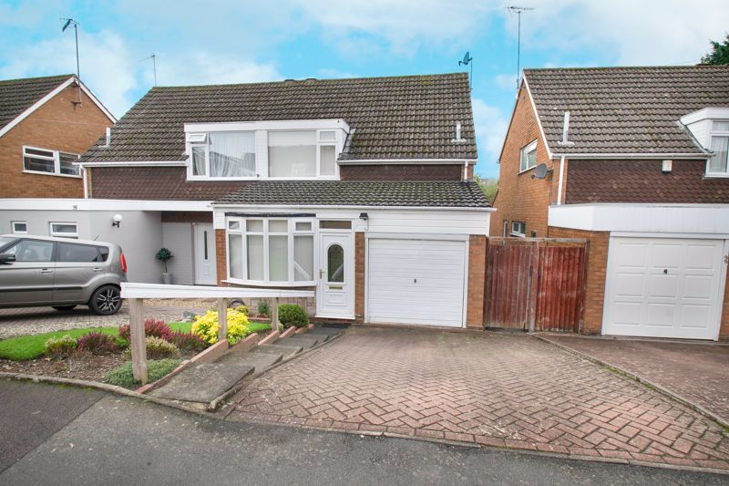 3 bed house for sale in Honeybourne Road - Property Image 1