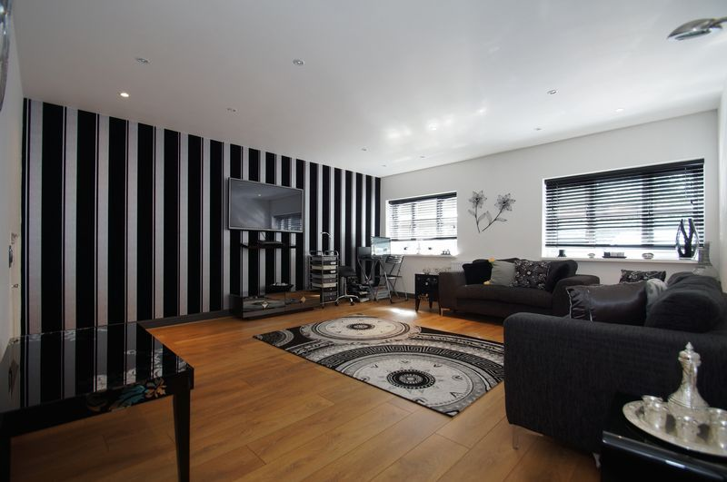4 bed house for sale in Beckett Close 2