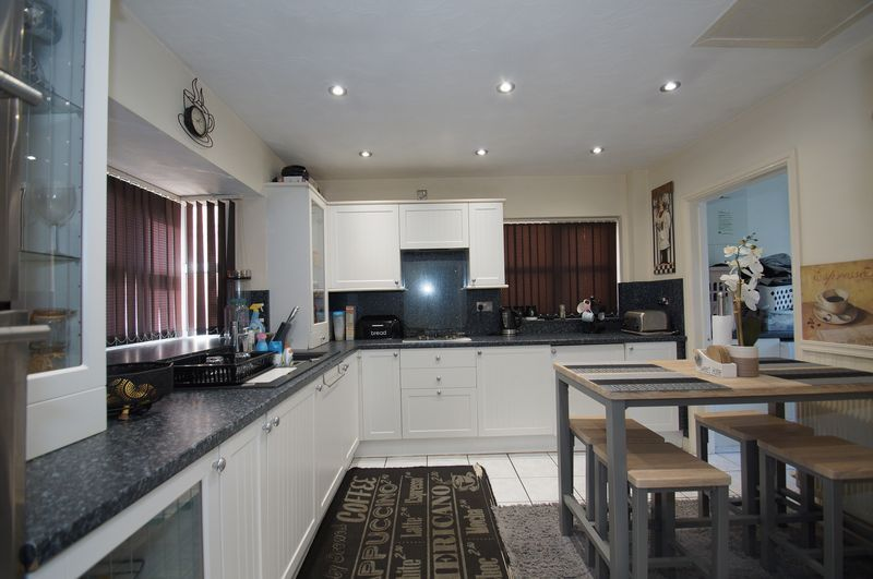 4 bed house for sale in Beckett Close  - Property Image 5
