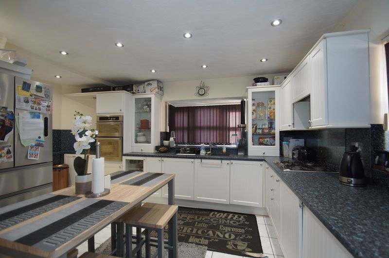 4 bed house for sale in Beckett Close  - Property Image 9