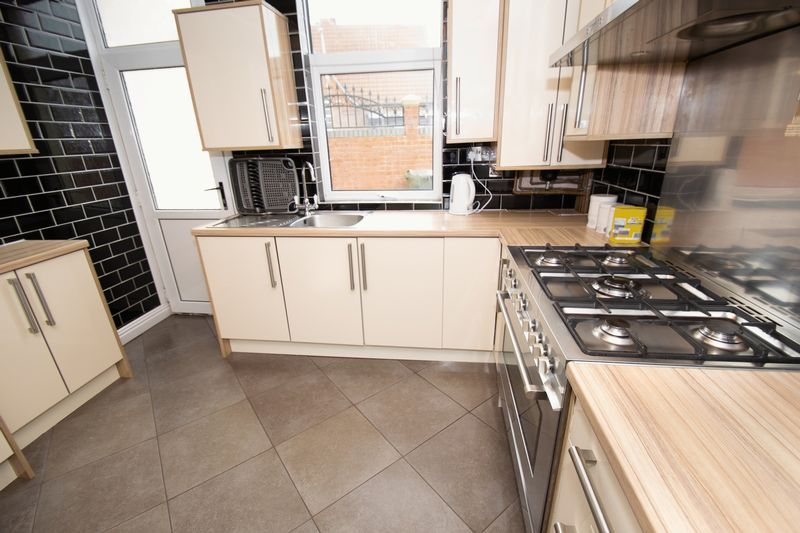 2 bed house for sale in Mace Street  - Property Image 6
