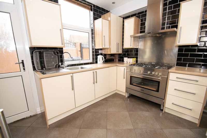 2 bed house for sale in Mace Street 7
