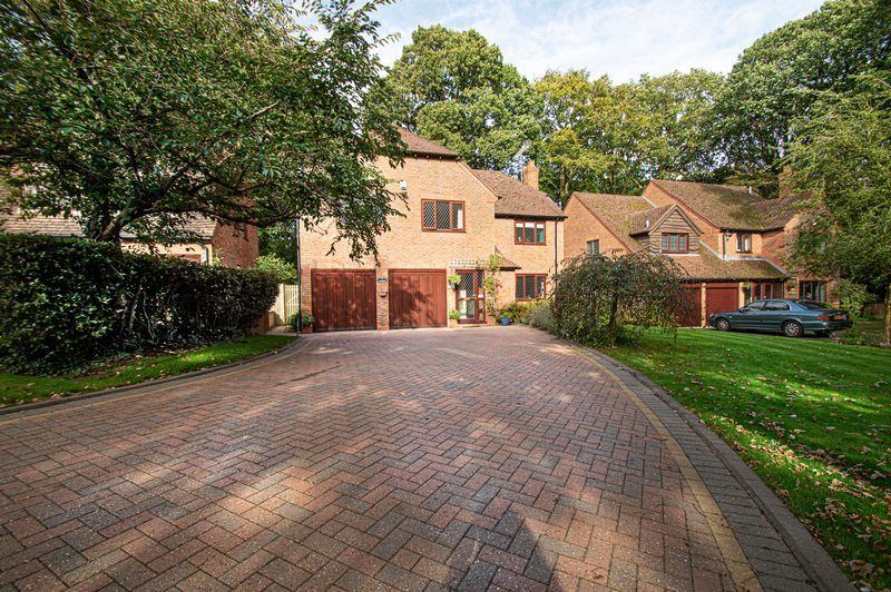 5 bed house for sale in Purshall Close  - Property Image 2