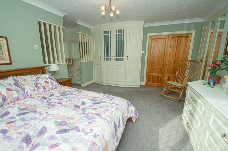 5 bed house for sale in Purshall Close 13