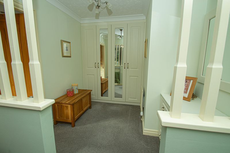 5 bed house for sale in Purshall Close 15