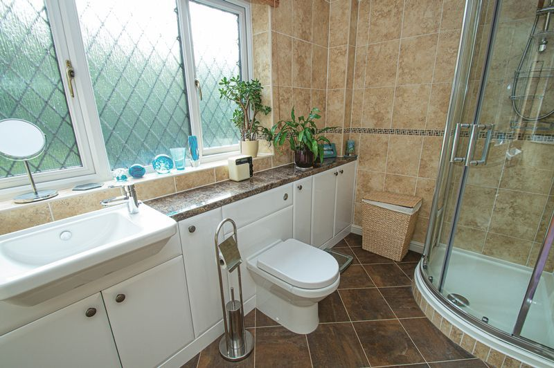 5 bed house for sale in Purshall Close 16