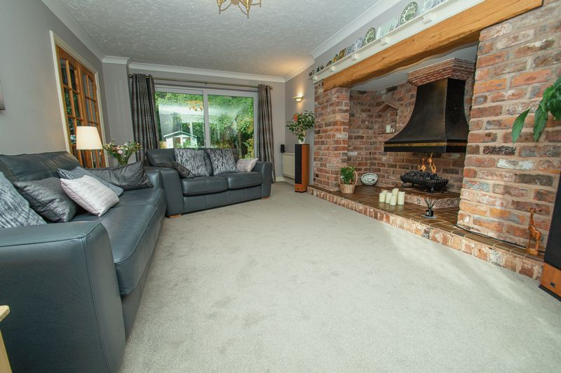 5 bed house for sale in Purshall Close  - Property Image 4