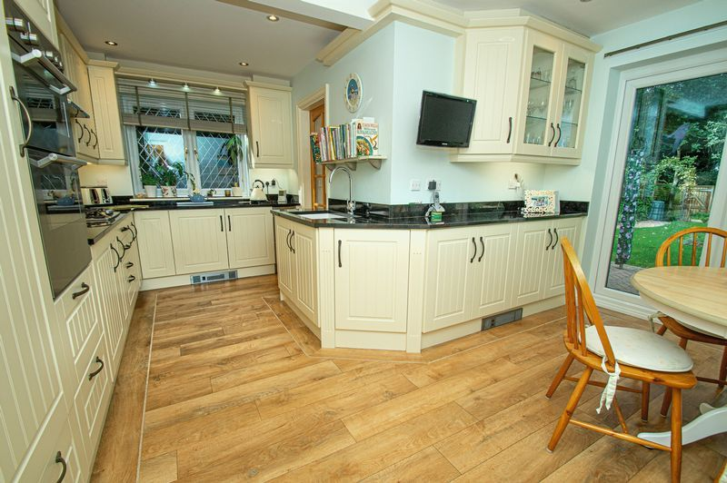 5 bed house for sale in Purshall Close 7