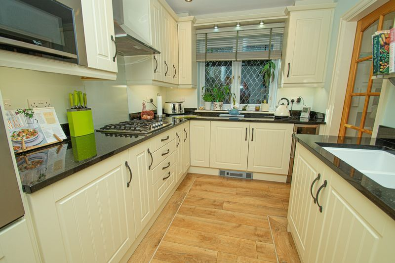 5 bed house for sale in Purshall Close  - Property Image 8