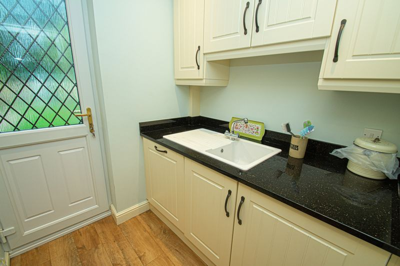 5 bed house for sale in Purshall Close 10
