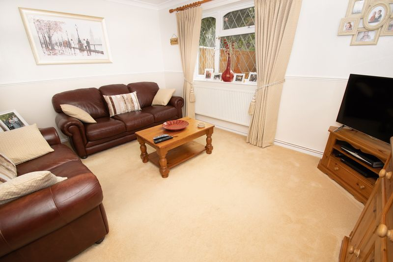 4 bed house for sale in Upper Field Close  - Property Image 2