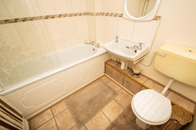 4 bed house for sale in Upper Field Close  - Property Image 11