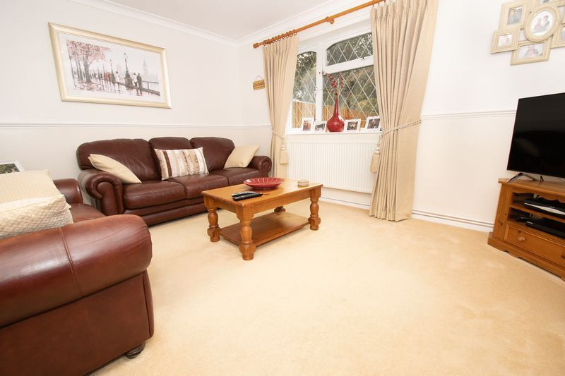 4 bed house for sale in Upper Field Close  - Property Image 3