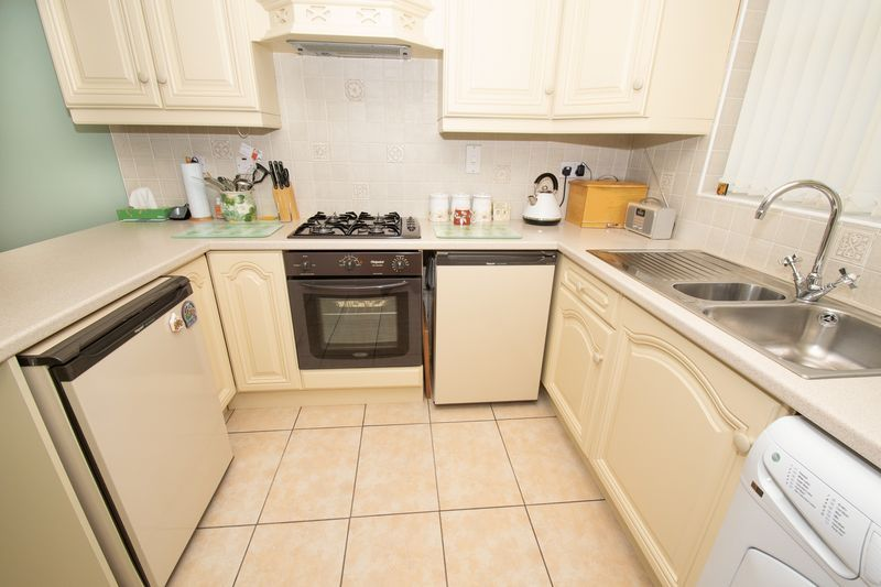 4 bed house for sale in Upper Field Close 6