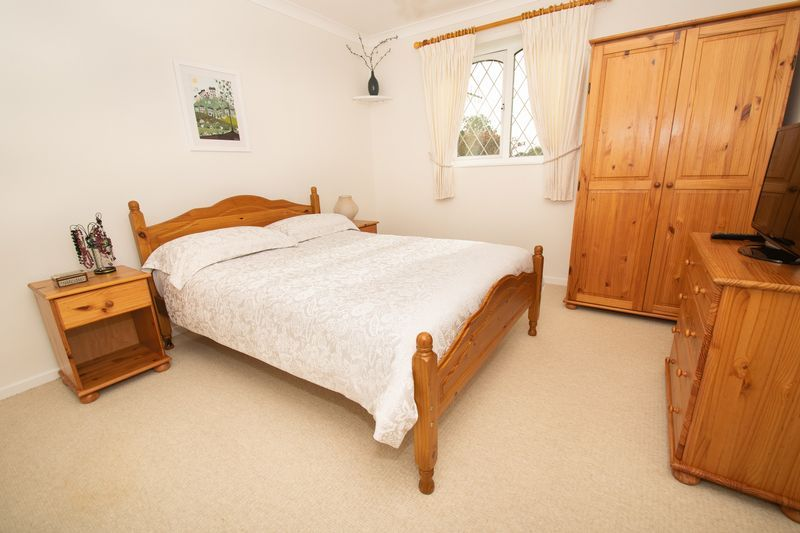 4 bed house for sale in Upper Field Close  - Property Image 8
