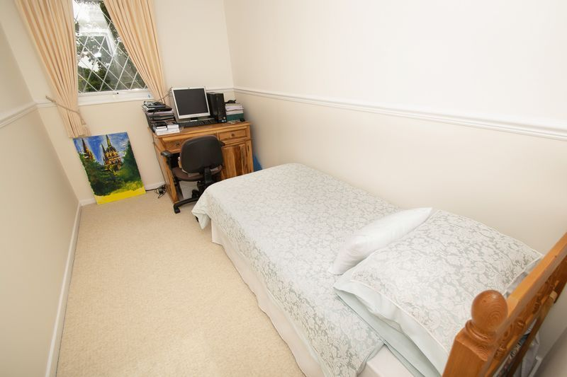 4 bed house for sale in Upper Field Close 10