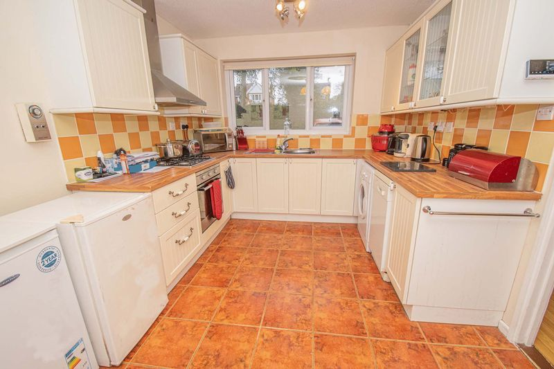 3 bed house for sale in Fordbridge Close 2
