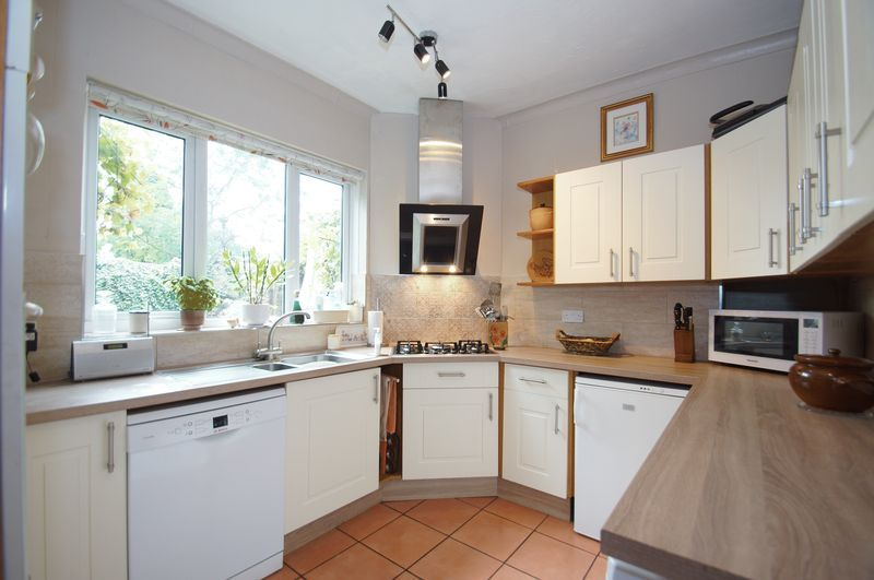 4 bed house for sale in Western Road  - Property Image 3