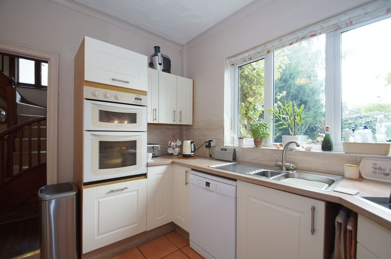 4 bed house for sale in Western Road  - Property Image 4