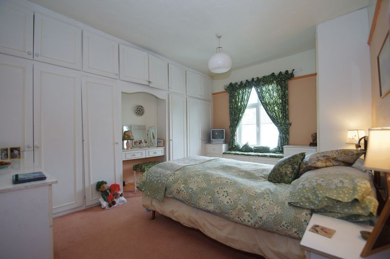 4 bed house for sale in Western Road 9