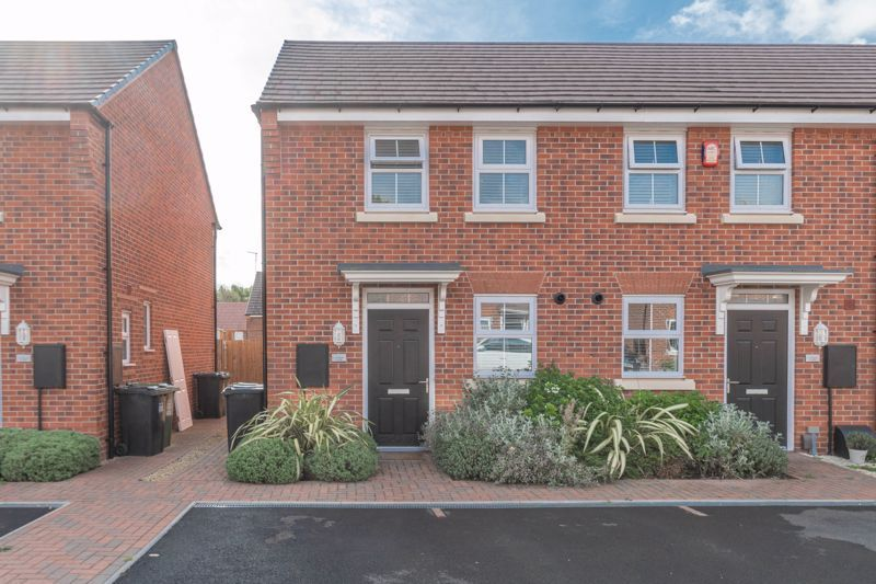 2 bed house for sale in Ivyleaf Close 1
