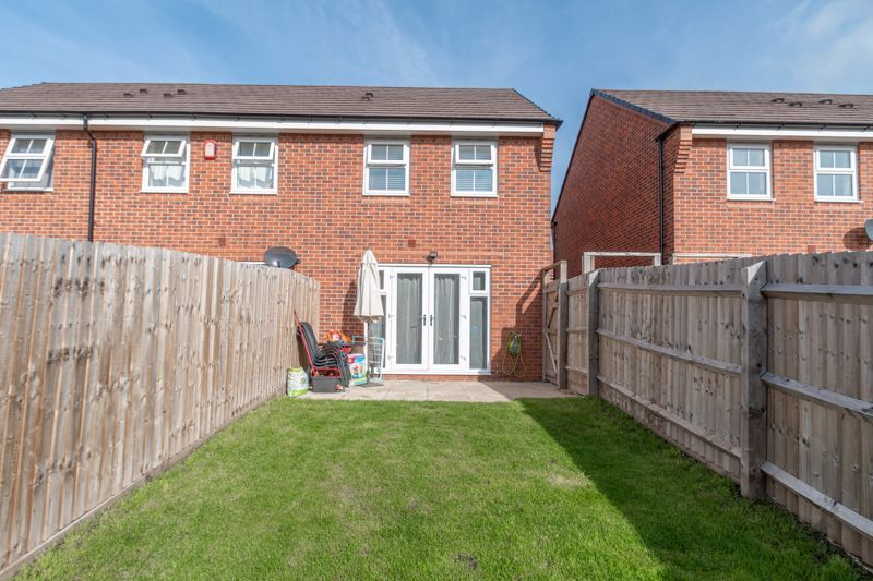 2 bed house for sale in Ivyleaf Close 13