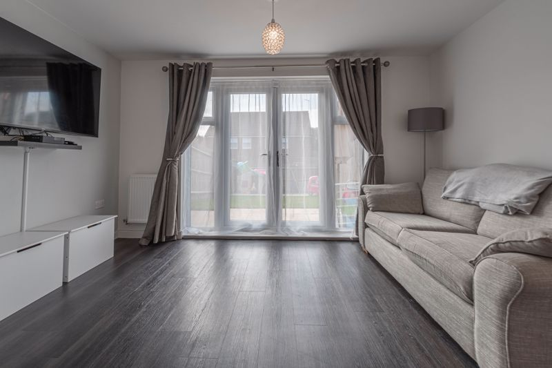 2 bed house for sale in Ivyleaf Close 3