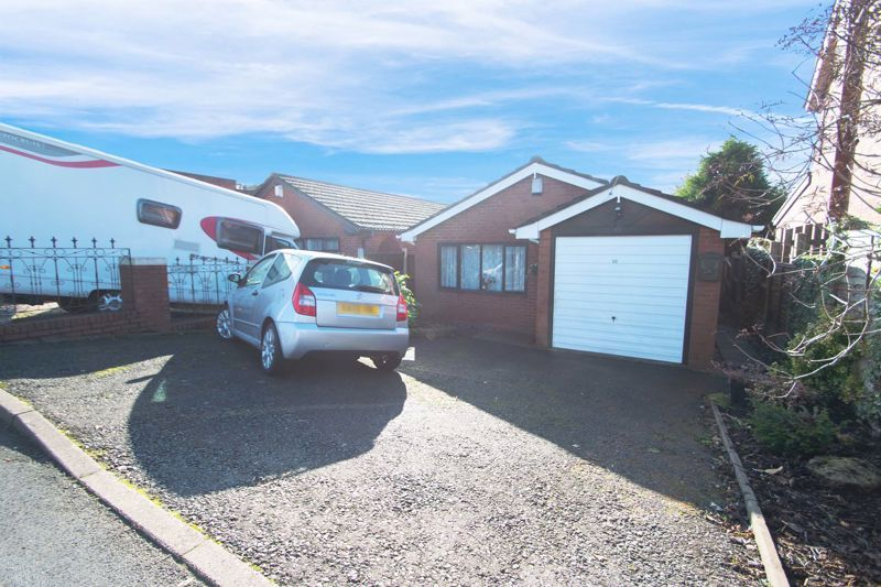 2 bed bungalow for sale in Hawes Lane 1