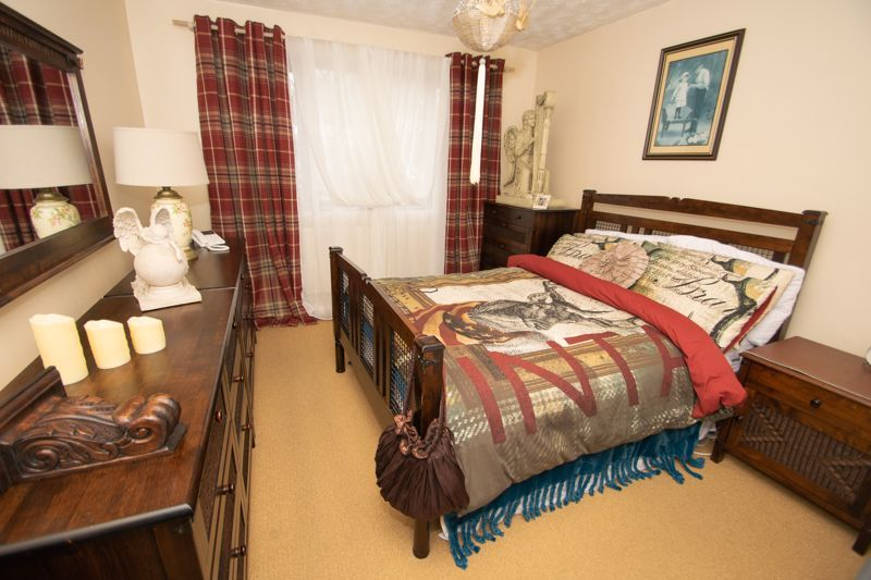 2 bed bungalow for sale in Hawes Lane  - Property Image 5