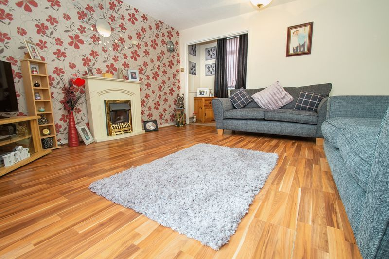 3 bed house for sale in Eathorpe Close 2
