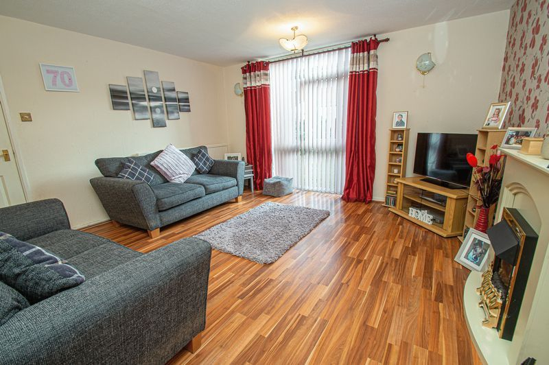 3 bed house for sale in Eathorpe Close 3