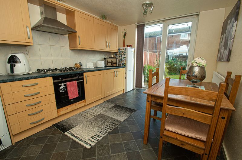 3 bed house for sale in Eathorpe Close  - Property Image 5