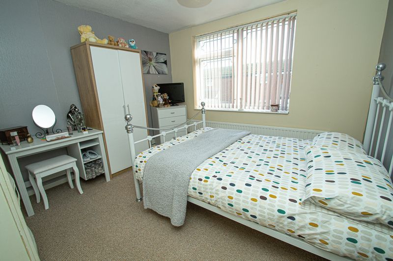 3 bed house for sale in Eathorpe Close 9
