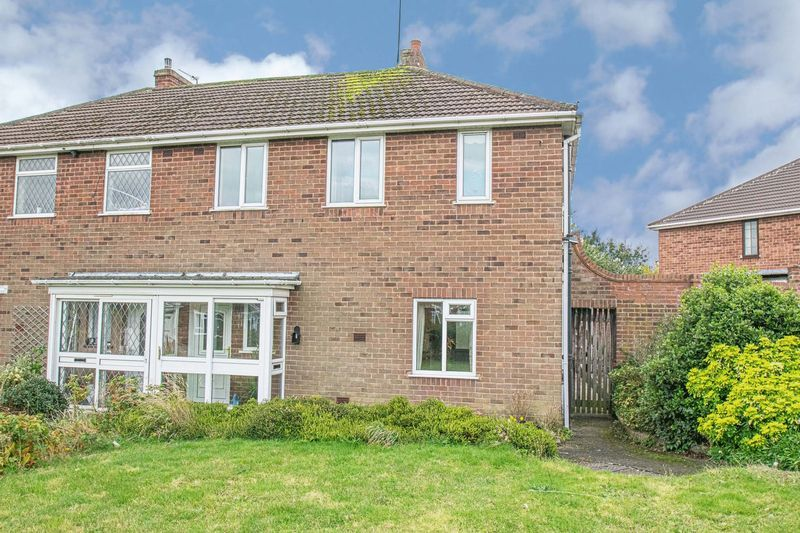 3 bed house for sale in Compton Grove 1