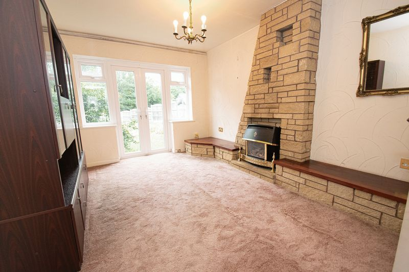 3 bed house for sale in Compton Grove 2