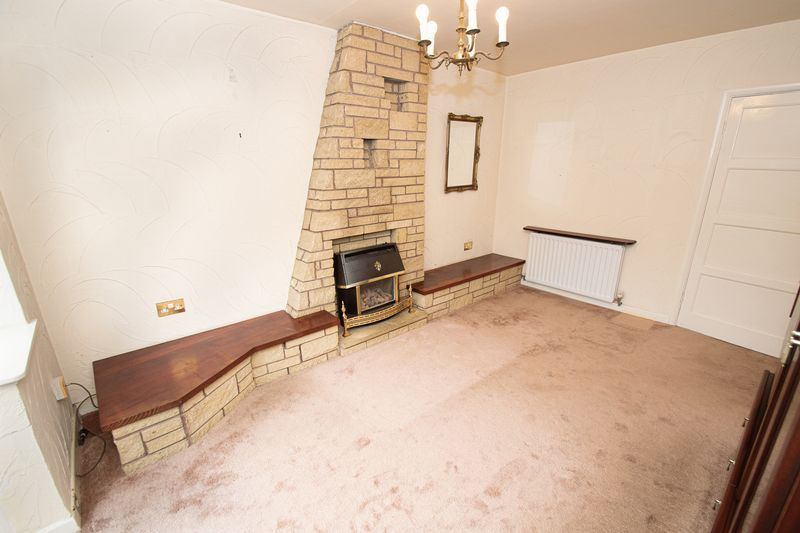 3 bed house for sale in Compton Grove 5