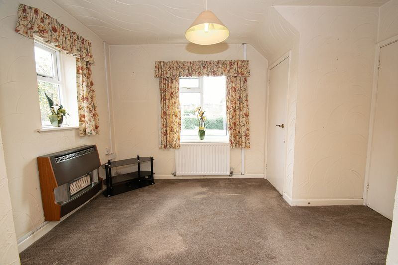 3 bed house for sale in Compton Grove 6