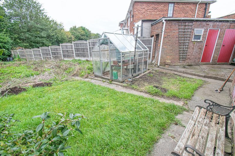 3 bed house for sale in Compton Grove 10