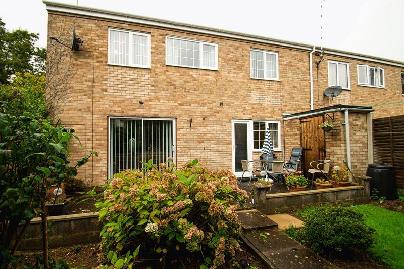 3 bed house for sale in Ladygrove Close 11